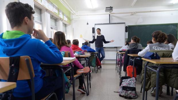 Un incremento salarial de 100 euros por sexenio para los profesores que se sometan a evaluación