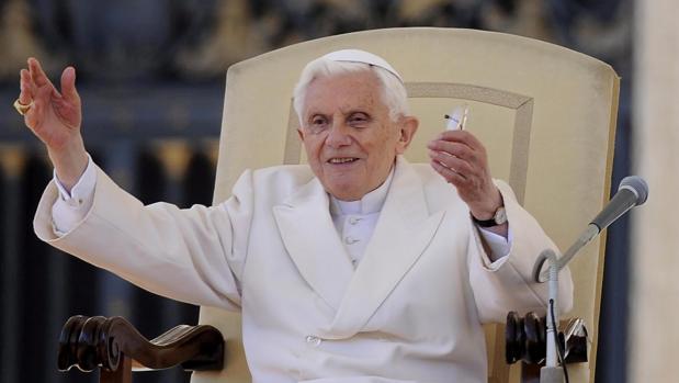 Benedicto XVI defendió su abdicación en cartas privadas a los cardenales alemanes