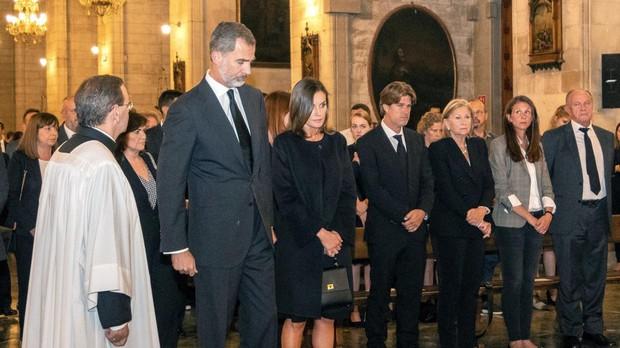 Los Reyes, en el funeral por las víctimas de la riada. En primera fila, familiares de Arthur, el niño cuyo cadáver ha aparecido hoy