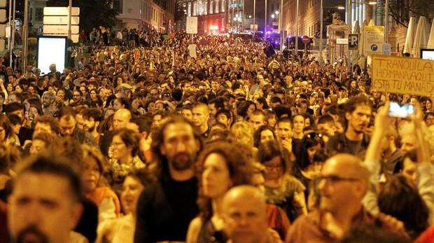 Miles de personas asistieron la pasada primavera a la concentración convocada por colectivos feministas frente al Ministerio de Justicia, en Madrid, para expresar su apoyo y solidaridad a la víctima de los miembros de La Manada