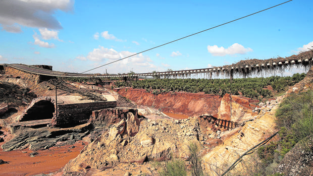 La crecida del río Blanco tiró un puente en la provincia de Sevilla y motivó el corte de la línea ferroviaria