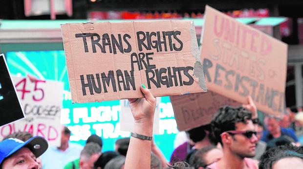 Protestas contra Trump por prohibir a los transexuales entrar en la carrera militar