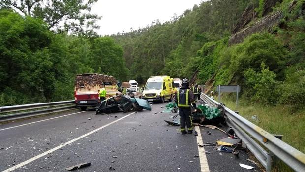 En este choque entre un turismo y un camión en Asturias, el pasado mes de septiembre, se produjeron tres muertes