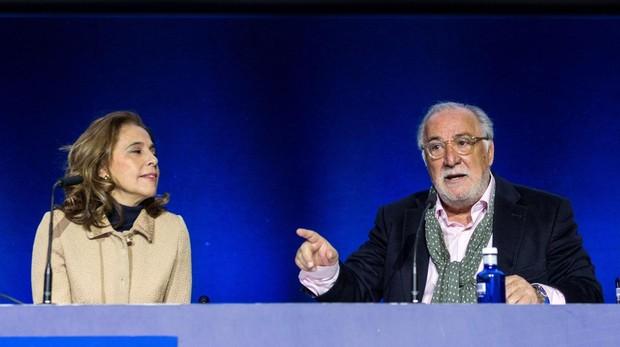 Mar Cogollos, directora de Aesleme, y Pere Navarro, director general de Tráfico, ayer en la presentación de la campaña «Nada vale más que una vida»