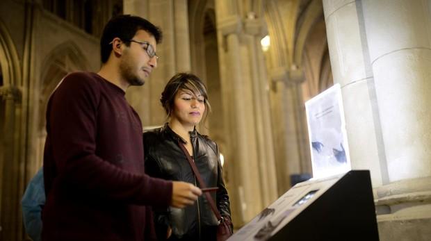 Cepillos electronicos en la catedral de la almudena, donde se puede dar el donativo con tarjeta y móvil