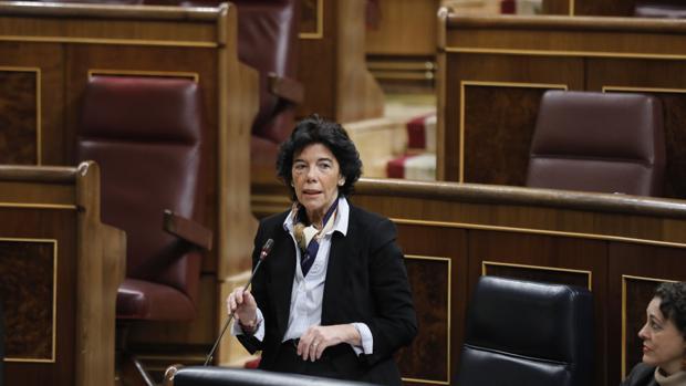 La ministra de Educación en la sesión de control al Gobierno