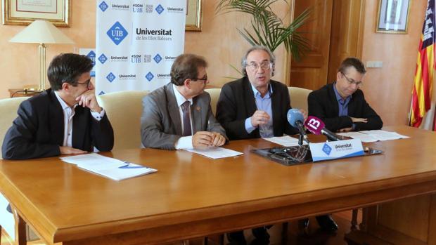 El rector de la UIB, Llorenç Huguet, y el consejero de Educación, Martí March, presentaron el proyecto