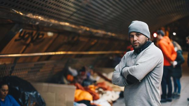 Uno de los voluntarios de la última campaña para llevar ropa de abrigo a las personas que viven en la calle