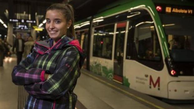 La joven que salvó la vida de un niño en un vagón de metro, utilizando la maniobra de Heimlich