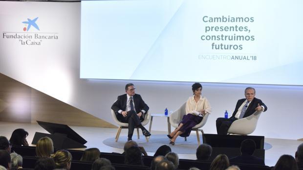 """Isidro Fainé (izquierda), presidente de la Fundación Bancaria """"la Caixa"""" con Jaume Giró, director general, durante la presentación a empleados de la nueva campaña"""