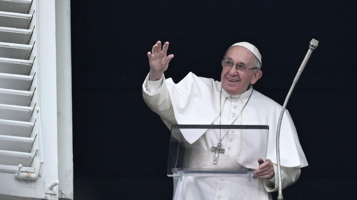 El Papa bautiza a 27 niños en la Capilla Sixtina: «Dadles de mamar con tranquilidad, es lo que Dios quiere»