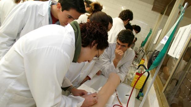 Estudiantes de Medicina en la Facultad de Córdoba
