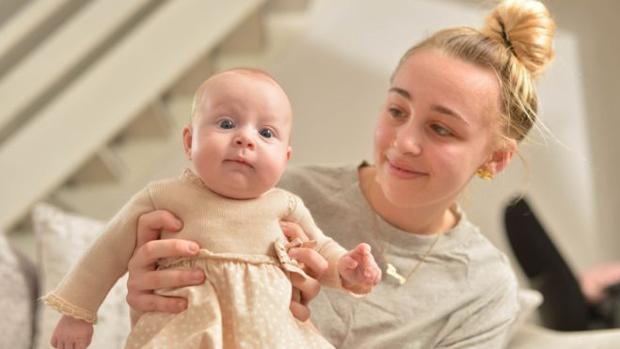 Ebony Stevenson con su hija