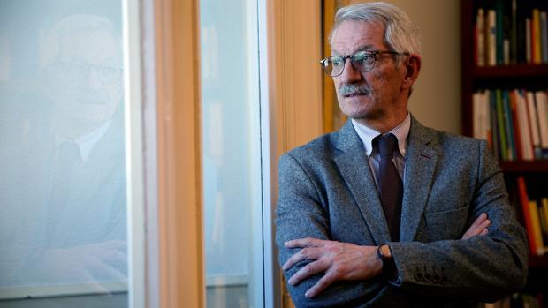 El secretario de Estado de Educación y Formación Profesional, Alejandro Tiana, en un posado para ABC