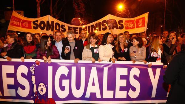 Begoña Gómez, flanqueda por los ministros Luis Planes, Grande-Marlaska, Delgado y Calvo