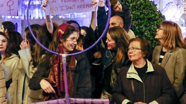 Varias mujeres durante la manifestación madrileña del 8 de marzo de 2019