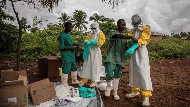 Equipos que tratan el ébola en República Democrática del Congo