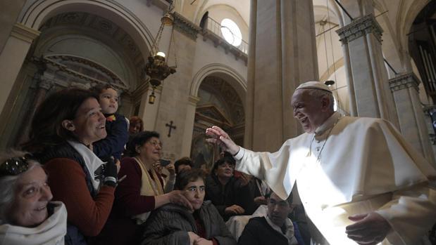 El Papa Francisco, este lunes, en el Santuario de Loreto
