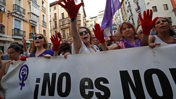 Manifestación contra los delitos sexuales y los abusos perpetrados sobre mujeres