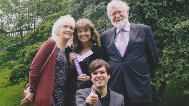 Jo, en una foto del ábum familiar, el día de la graduación de uno de sus hijos