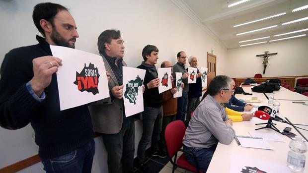 Integrantes de las plataformas Teruel Existe y Soria Ya,