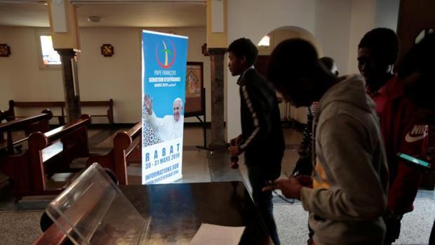 Un grupo de cristianos en una Iglesia en Rabat