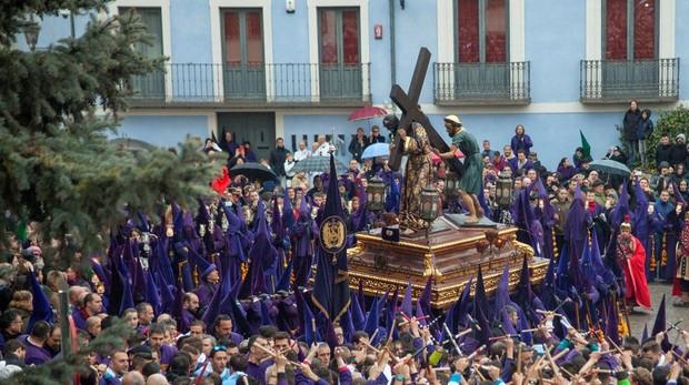 El año pasado, la llovizna en Cuenca obligó a acortar la procesión Camino del Calvario