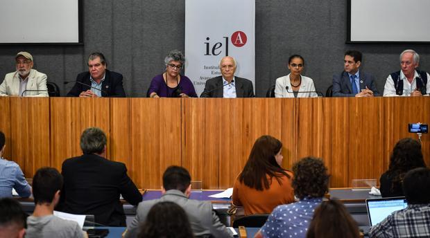 Los exministros de Medio Ambiente de Brasil Jose Carlos Carvalho, Carlos Minc, Marina Silva, Rubens Ricupero, Izabella Teixeira, Sarney Filho y Edson Duart.