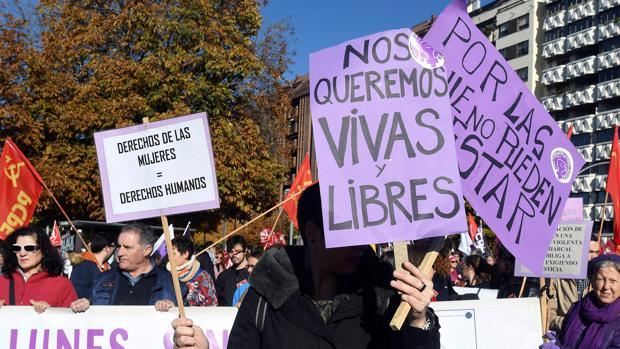 Manifestación con motivo del Día Internacional contra la Violencia de Género