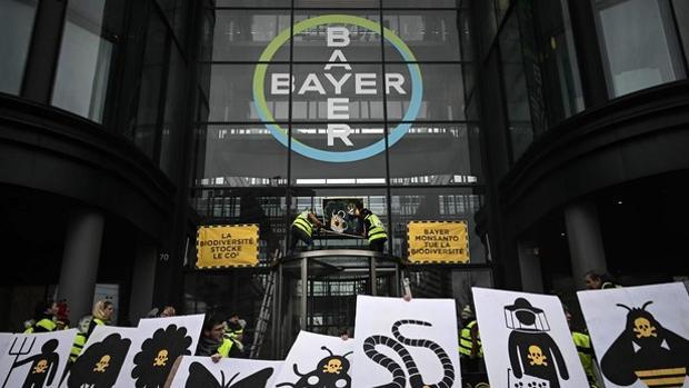 Protesta ante Bayer