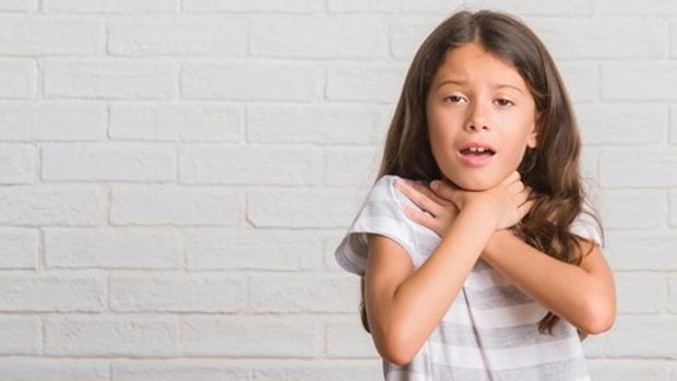 Un niño de 9 años salva la vida a su hermana pequeña, que se había atragantado con un hielo