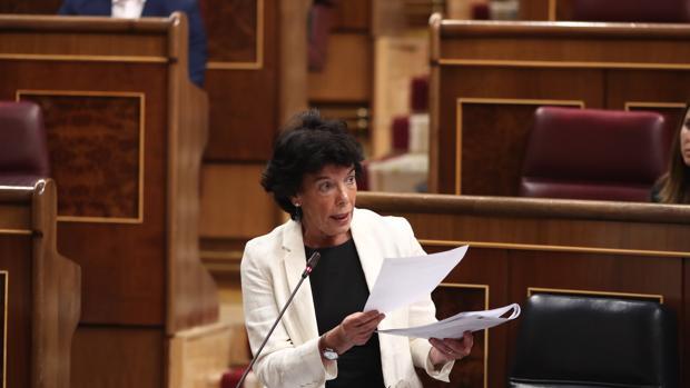Celaá asegura que el informe sobre el espionaje de los niños catalanes en el colegio «no tiene ningún valor»