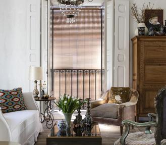 Suelos de madera recuperada, grandes ventanales, piezas escogidas… La casa de Erico Navazo está hecha a su imagen y semejanza.
