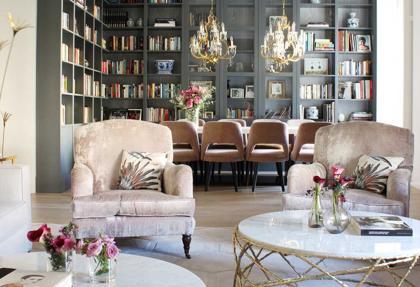 Dorados, tejidos suntuosos y piezas especiales ayudan a Virginia Nieto a crear espacios elegantes y cálidos.
