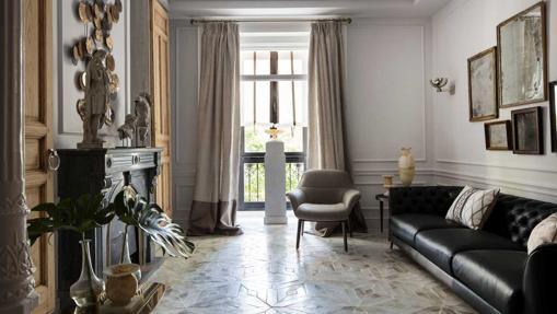 El espacio de Raúl Martins para Natuzzi en esta edición de Casa Decor resulta sofisticado y armonioso, combinando muebles actuales con piezas de mobiliario recuperados, materiales de derribo, esculturas…