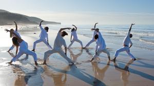 Sesión de Yoga en la playa