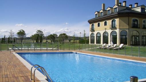 Hoteles cerca de madrid para desconectar for Hoteles en avila con piscina