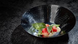 Rábano con salsa fermentada de sésamo y cacahuete