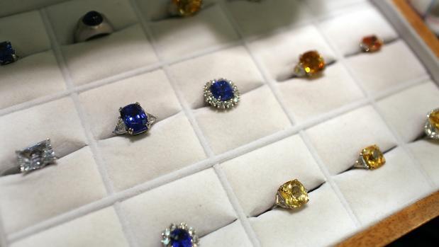 f5bc2f03fe2a La historia de los anillos de compromiso de la realeza