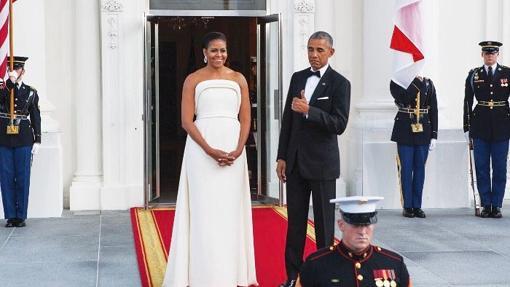Michelle Obama con un vestido de Brandon Maxwell