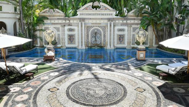 La casa de Versace: un hotel de lujo con piscina de oro