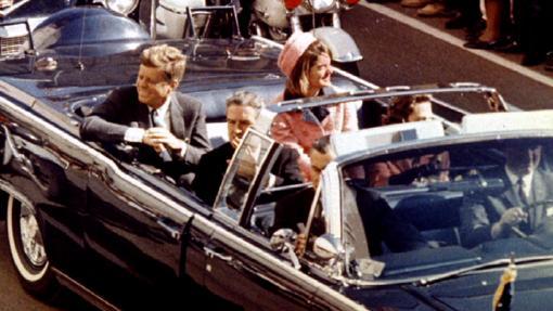 El presidente y su mujer en el Lincoln Continental convertible de 1961