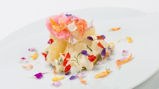 Florilegio: collage de texturas dulces florales, un plato de La Calèndula