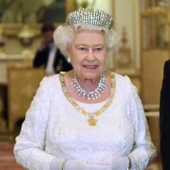 Isabel II, con la tiara Kokoshnik