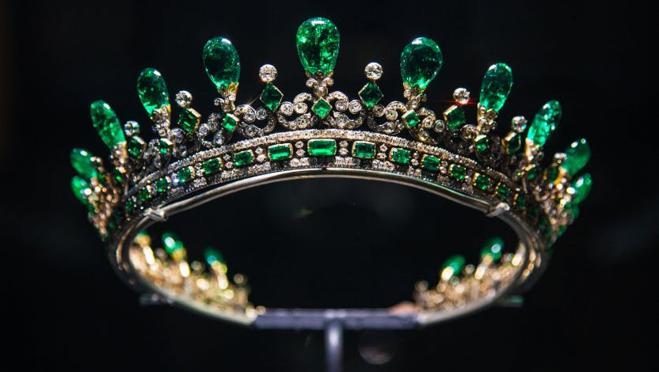 La tiara de esmeraldas diseñada por el príncipe Alberto