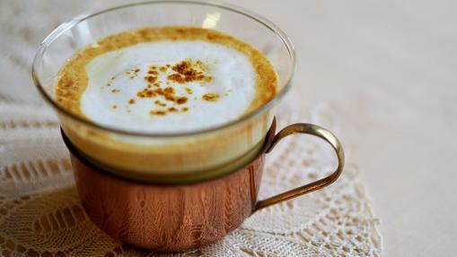 La espuma de leche es el toque final para que la Golden milk quede perfecta