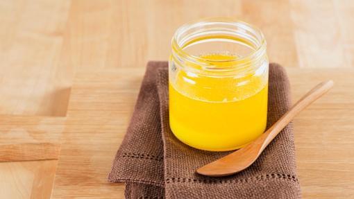 El ghee, mantequilla clarificada, es un ingrediente sagrado de la cocina india
