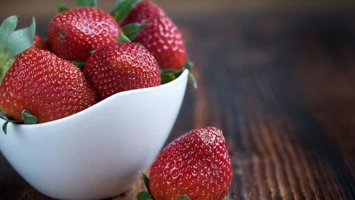 La fresa es la baya más popular, es muy rica en vitamina C y hierro