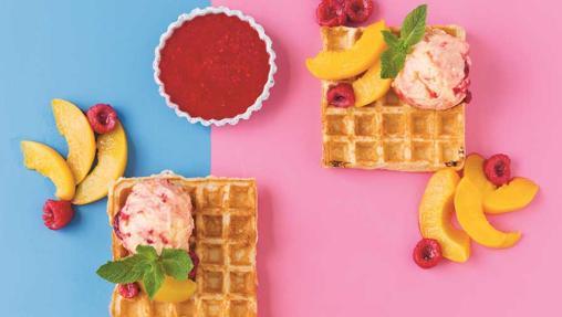 Los Gofres con helado de melocotón Melba y frambuesa del libro Helados saludables