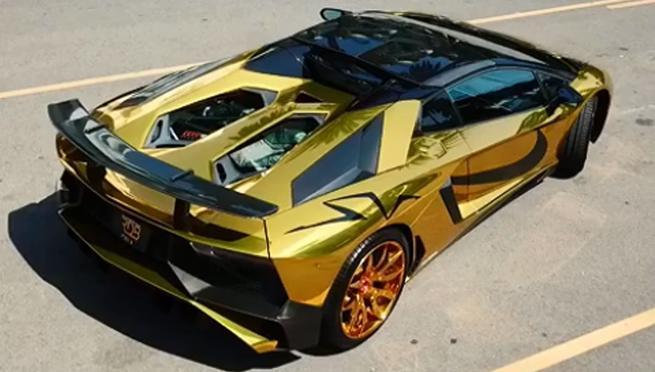 Los detalles externos del coche fueron obra de Forgiato